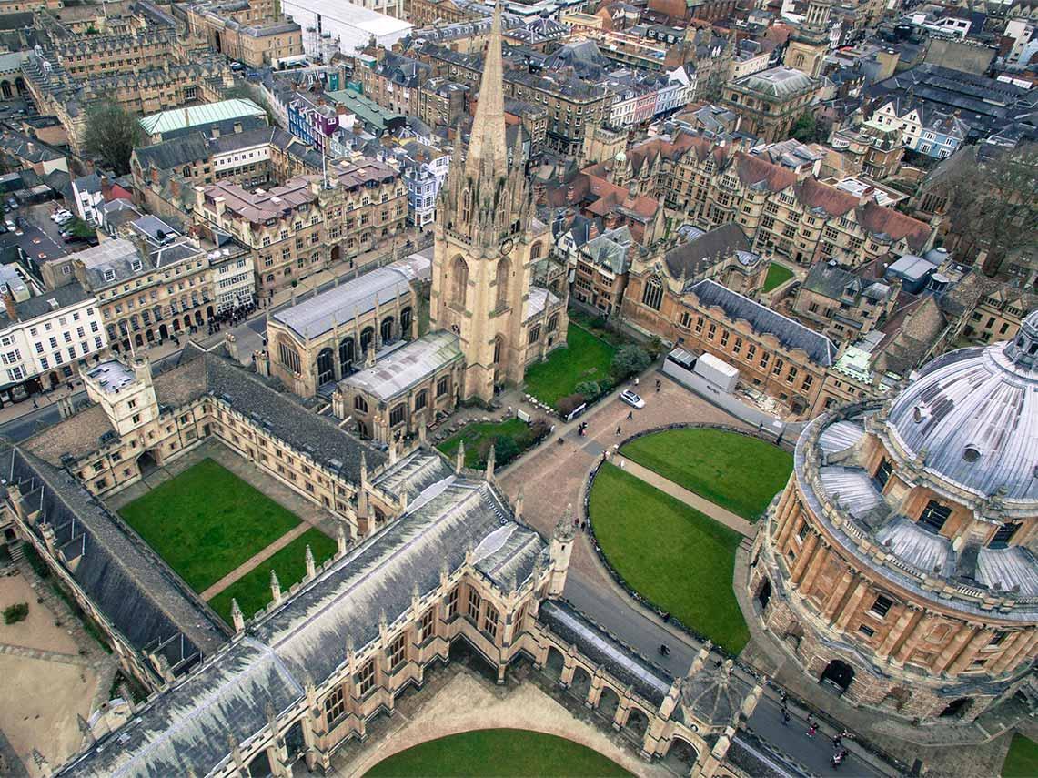 tour group on Oxford university campus.